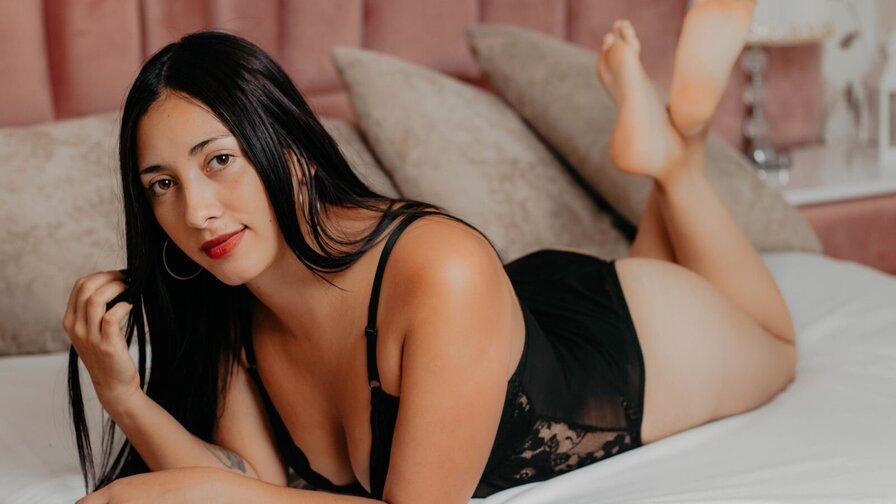 MelanieMore